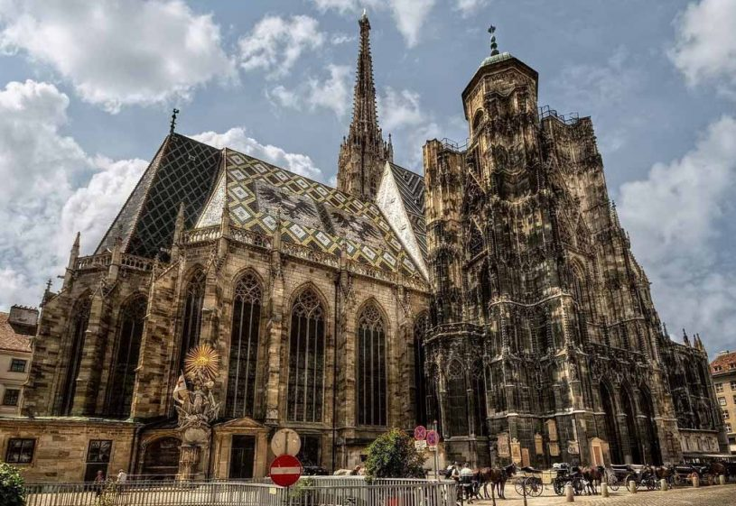 1365522410_stephansdom4